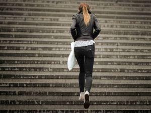 vrouw-traplopen